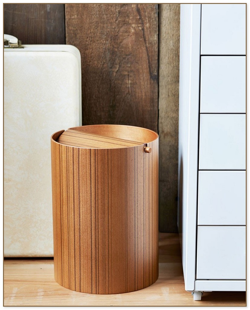 Small Wastebasket With Lid